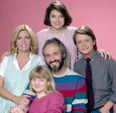 Meredith Baxter com o elenco de Family Ties